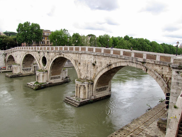Ponte Sisto, Sisto Bridge by the architect Baccio Pontelli, Rome