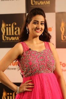 Anchor Manjusha New Stills (13).jpg