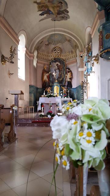 Katholische Kirche Grainau, Hochzeit in Gelb, Sommer, Sonne, Natur, Sommerhochzeit am See in den Bergen, Riessersee Hotel Garmisch-Partenkirchen, Hochzeitsplanerin Uschi Glas