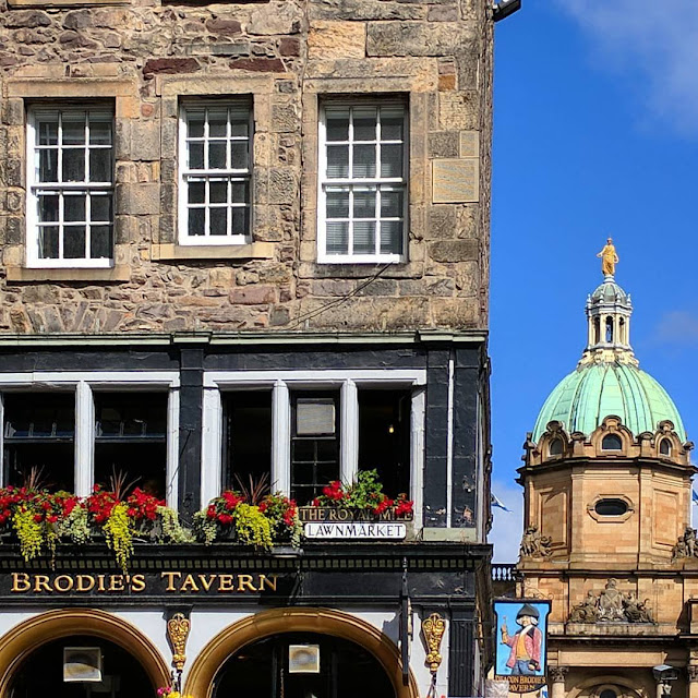 What to see in Edinburgh in Summer: Deacon Brodie's Tavern