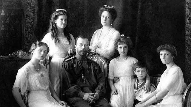 Tsar Nicholas II bersama keluarga tahun 1913 (Wikipedia/Public Domain)