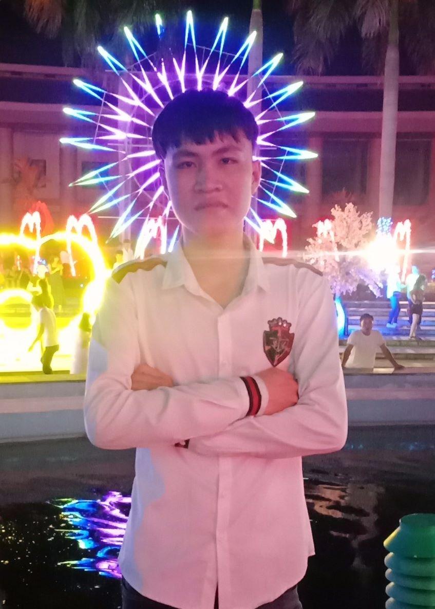 La Văn Hiếu - chàng trai trẻ 2002 được đông đảo người biết về tài năng kiếm nhiều tiền từ FACEBOOK hàng chục triệu đồng mỗi tháng