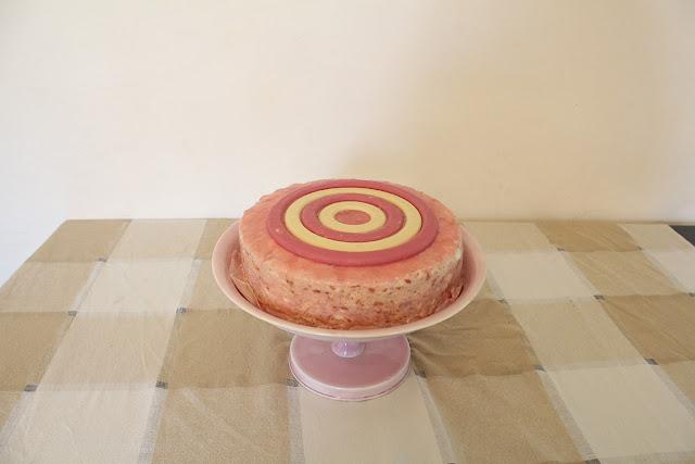 IMG 3162 - עוגת גבינה מרשימה משולבת תותים שוקולד לבן  ופסטוק