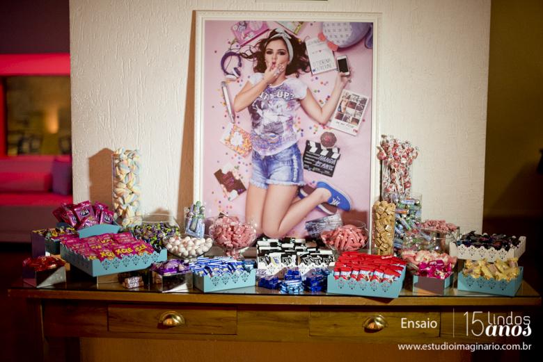 15 anos bh, 15 lindos anos, book 15 anos bh, delicadas, estúdio fotografico bh, fazer book 15 anos, festa 15 anos bh, fotos 15 anos, grafite, tiara de flores, linha de trem, melhores, studio,
