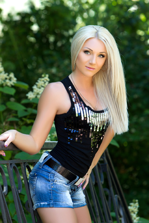 Introduce Beautiful Ukraine Women