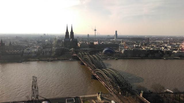 Blick über den Rhein vom Kölntriangle | pastasciutta.de