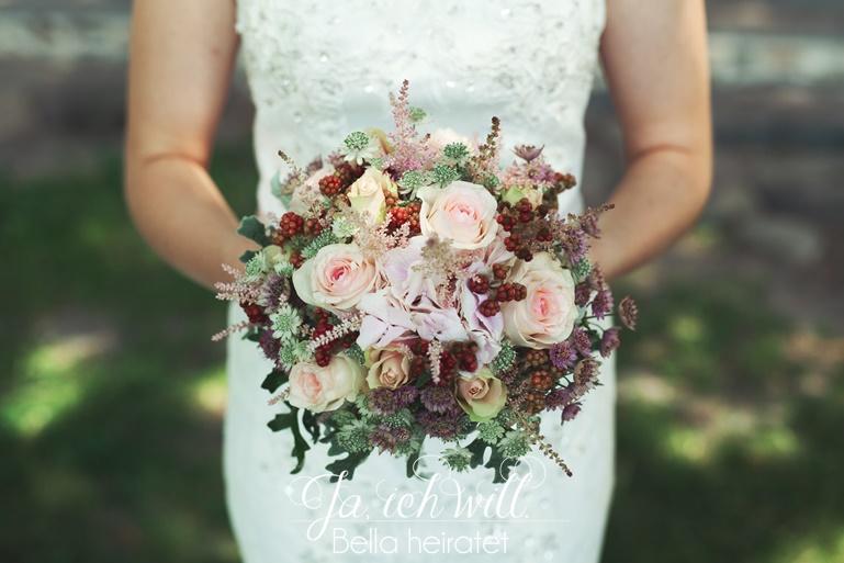 Brautstrauß extravagant Beeren