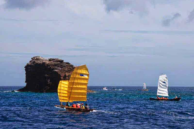 sabani boats, racing near rock outcropping