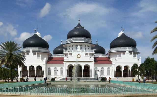 masjid raya baiturrahman ikon wisata halal di Aceh