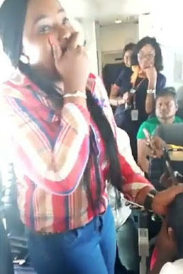 Man Proposes To His Girlfriend On A Flight To Lagos