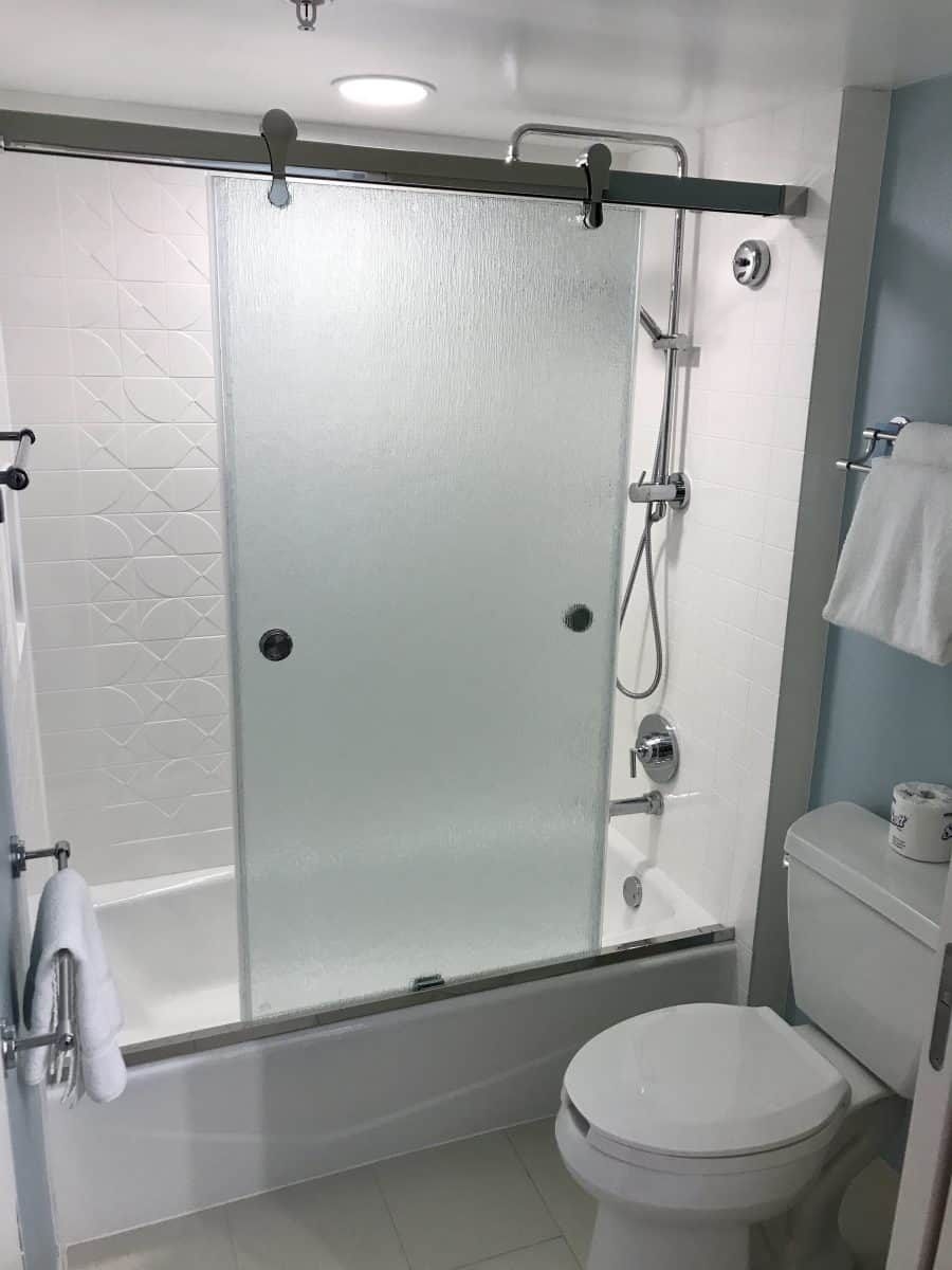 Banheiro reformado do Disney's Pop Century Resort