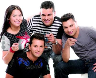 Foto de Los Inquietos sonriendo