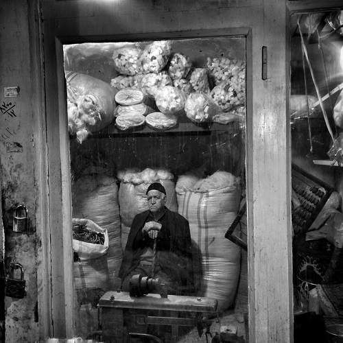 "Foto por Ako Salemi - Grand Bazaar of Tabriz - serie ""Iran from my Phone"" 