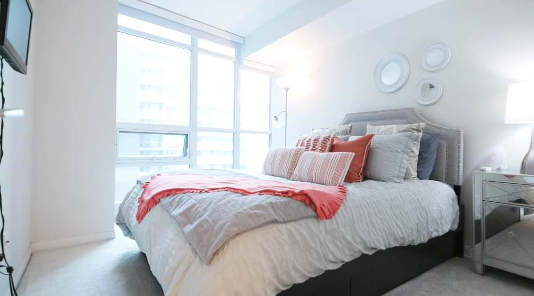 11 Interior Design Photos vs. 219 Fort York Blvd #521, Toronto Condo Tour