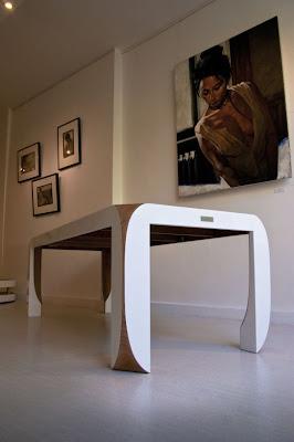 Mesa con un estilo futurista
