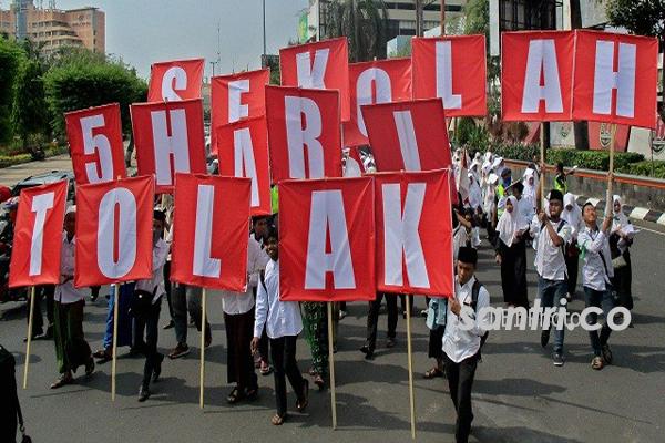 "Program ""Full Day School"" Dibatalkan Jokowi, Santri Pun Unjuk Gigi"