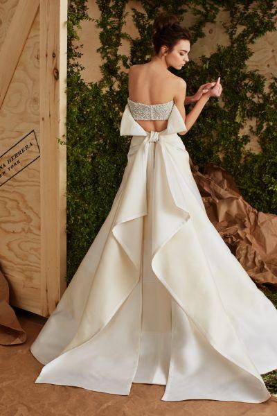 |Bellos vestidos de novias | Colección con escote en la espalda