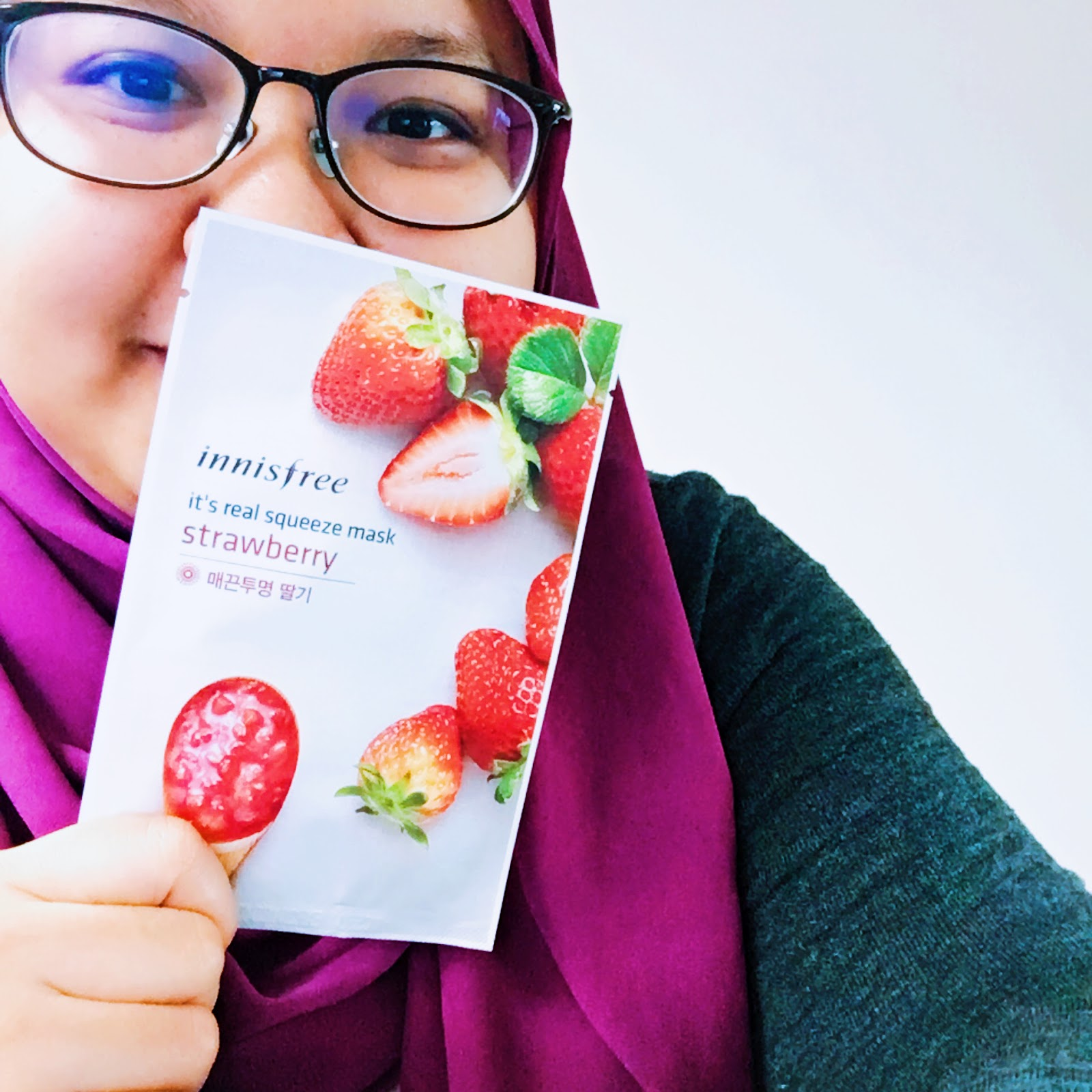 Innisfree Its Real Squeeze Mask Review Thinker Belle Black Berry The Varieties Of These Masks Is Endless It Took Me Awhile To Actually Finish Choosing Which One Would Be Perfect For My Skin