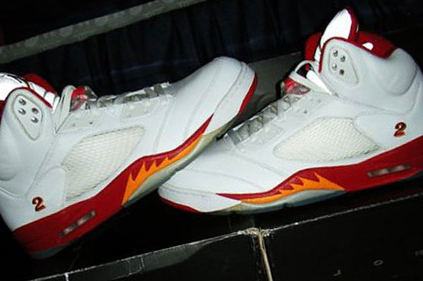 """Check out these Air Jordan V Joe Johnson """"Hawks Home"""" PE sneakers that have  hit the net! These kicks are made for Joe Johnson to wear in the 2006-07  season ... 012dddf87"""
