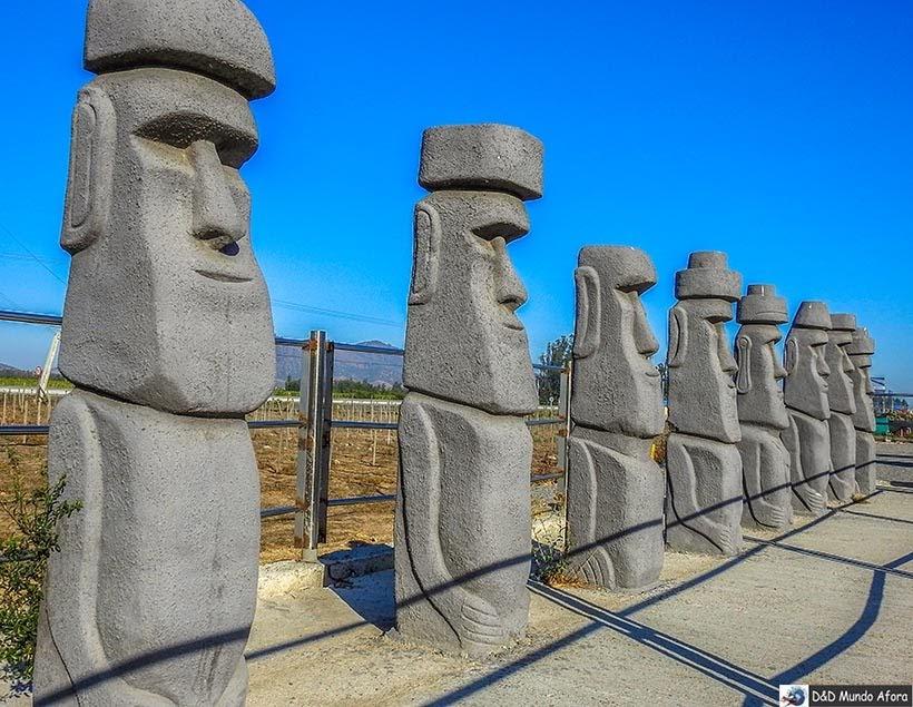 Réplica dos Moais da Ilha de Páscoa - kkk - Diário de Bordo Chile: 8 dias em Santiago e arredores