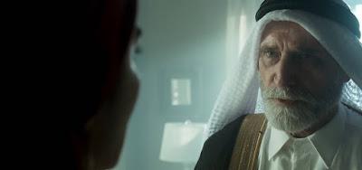 Aziz (Herson Capri) começará a desconfiar que foi traído por seu homem de confiança em Órfãos da Terra