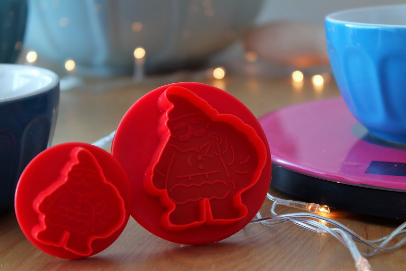 Christmas cookies recipe: Santa shaped cookie cutters!
