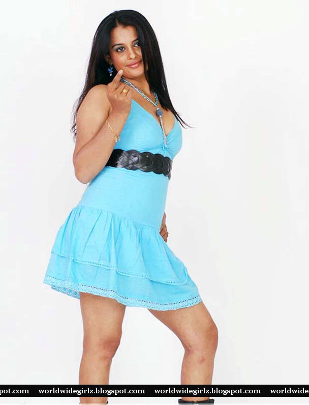 Hot Indian Model And Actress Roopa Kaur Hot Cleavage Show -7585