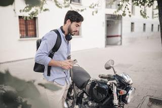 motocicleta joven