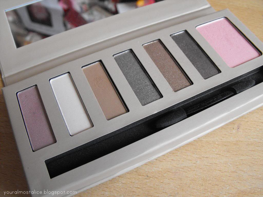 Barry M Natural Glow Eyeshadow & Blush Palette