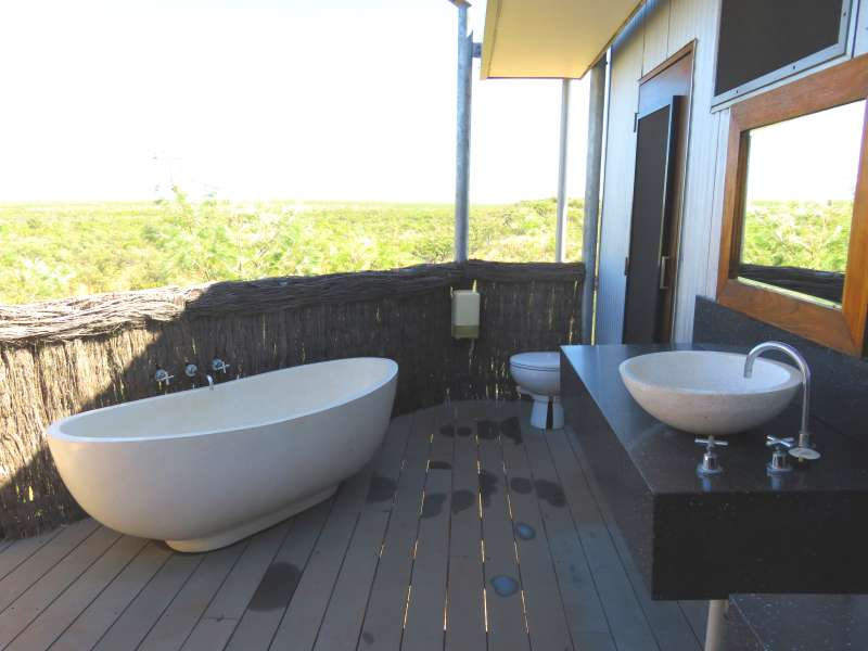 Berkeley River Lodge bathroom