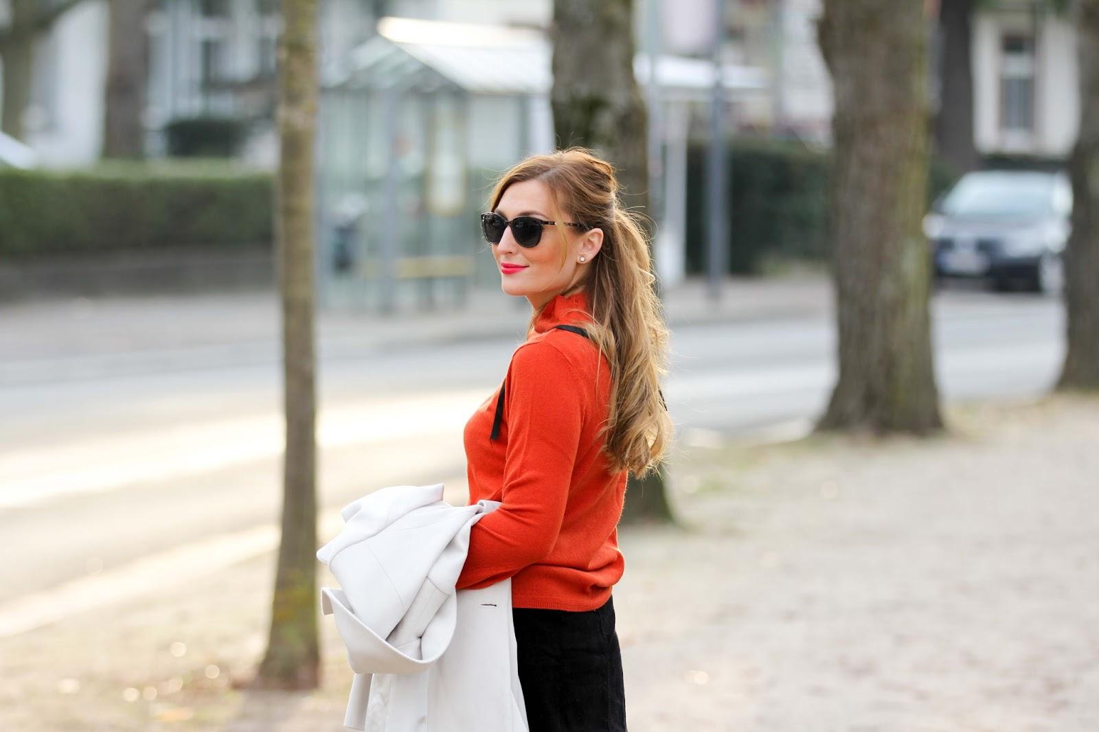 Gerry-Weber-creme-Mantel-Rock-mit-knöpfen-orangener-Pullover-Streetstyle-Streetstyleblogger-Fashionstylebyjohanna