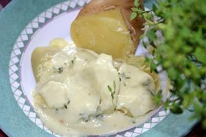 Thymian-Käsesoße mit Pellkartoffeln