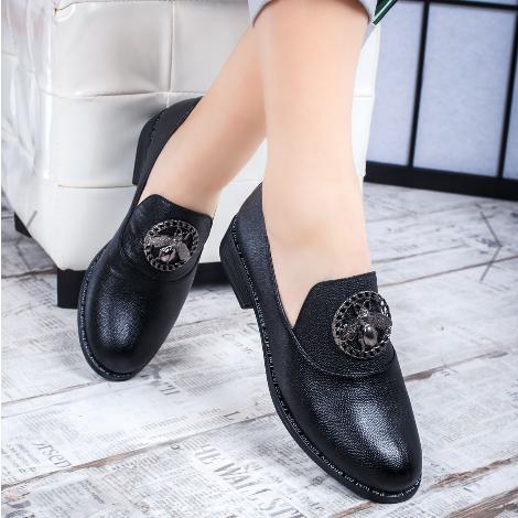 Pantofi dama casual la moda din piele naturala negri cu accesoriu metalic