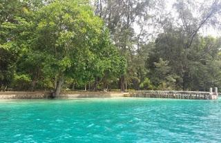 http://www.teluklove.com/2017/04/destinasti-objek-wisata-pulau-biawak-di.html