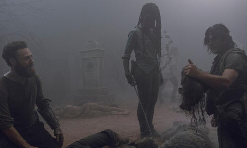 Daryl, Michonne y Aaron, en el episodios 9x08 Evolution de The Walking Dead