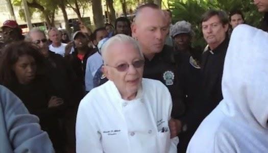 Hombre arrestado por alimentar a personas sin hogar