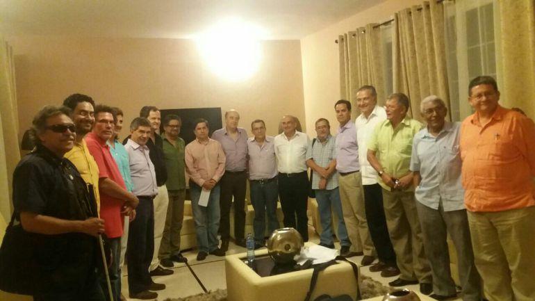 Terminan negociaciones con las @FARC_EPaz ; se espera hoy anuncio del acuerdo de paz a Colombia