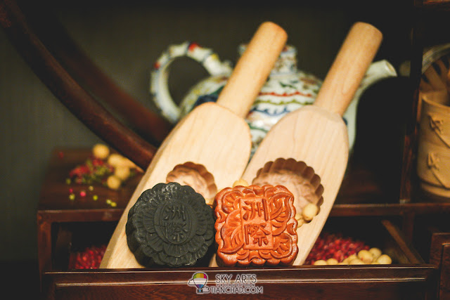 Special handmade mooncake by Intercontinental Kuala Lumpur's award winning Tao Chinese Cuisine Carefully crafted by dim sum chef Lo Tion Sion