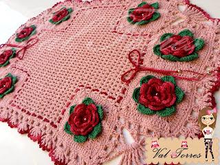 tapetes floridos em crochê,