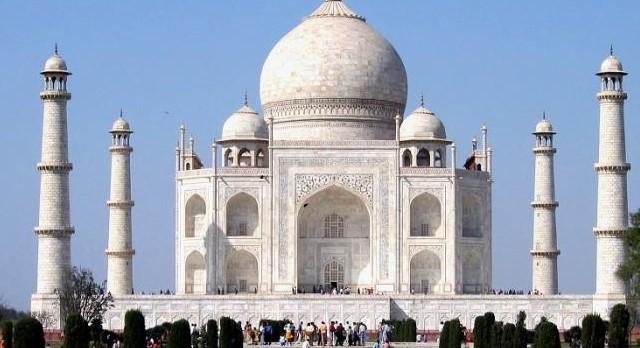 Traveling India Taj Mahal