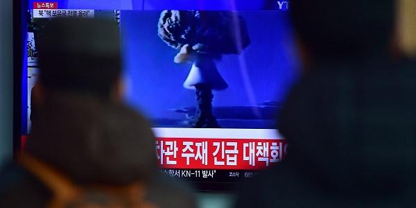 Ένα βήμα πριν τον όλεθρο - Συνεχίζει την εκτόξευση απειλών ο Κιμ Γιονγκ Ουν με το «βλέμμα» στο Γκουάμ