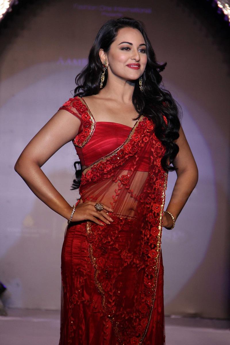 Bollywood Actress Sonakshi Sinha Latets Hot Hd Wallpapers 2015