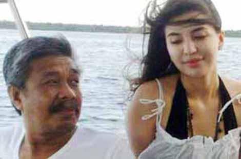 Gubernur Sultra Tersangka: Foto Nur Alam Bersama Manohara Bergauin Tipis Diburu