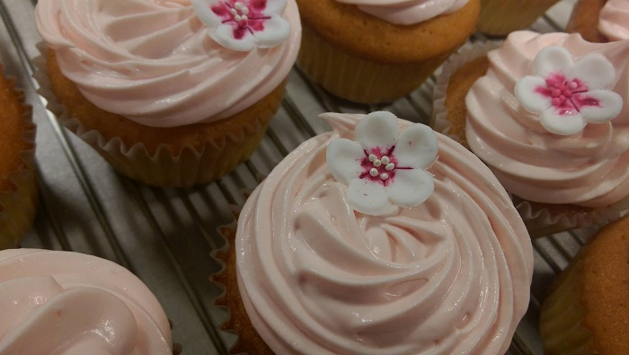 http://www.watercolorcake.fr/2016/09/cupcakes-framboise-chocolat-blanc.html