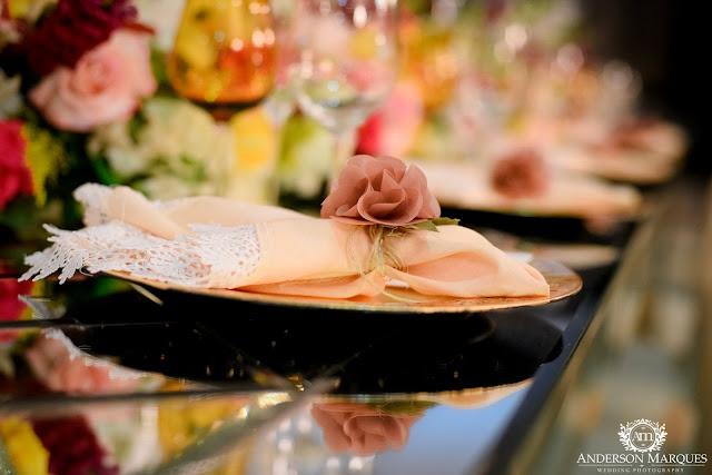 casamento clássico, casamento elegante, casamento chique, casamento real, decoração branca, casamento, cerimonia de casamento, anderson marques, dunia city hall, casarei em brasilia, casamento em brasilia, decoração de casamento, sousplat dourado, porta guardanapo de flor, rosa seco, lustres