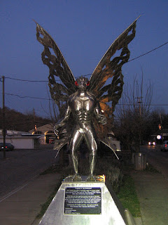 Photo d'une statue représentant le Mothman à Point Pleasant