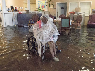 https://2.bp.blogspot.com/-eDVY2W1mmQc/We_y63BBEWI/AAAAAAAACPs/8tsn-9unvi412RzANR8Y8Q2AjfeVgWDZACLcBGAs/s320/nursing-home-hurricane-harvey.jpg
