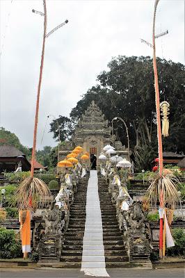 Persembahan untuk Pura Kehen, Bali