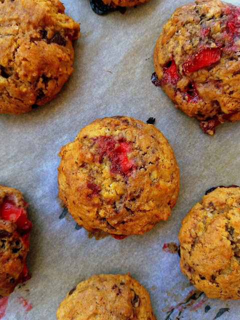 Ciasteczka z truskawkami i czekoladą / Strawberry Chocolate Chip Cookies