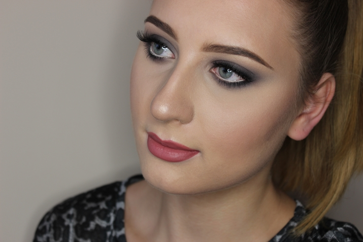 grey smoky eyes